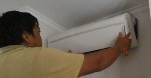 Membuka Casing Body Indoor Perawatan pada AC Split